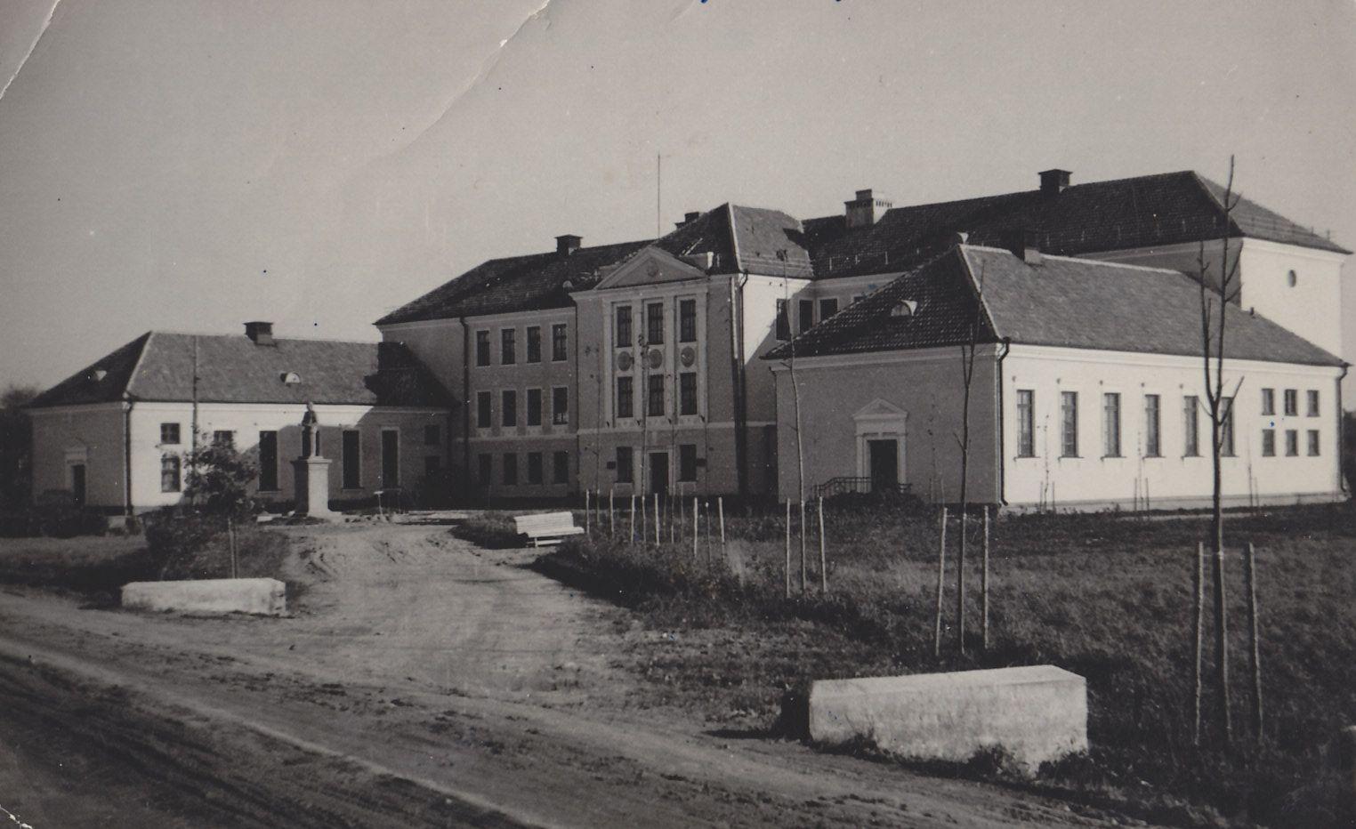 Võrumaa Kutsehariduskeskuse peahoone 1950. aastal