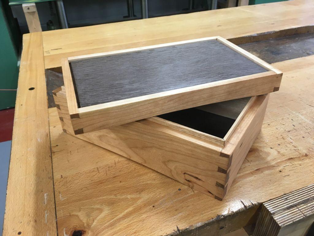 Kalasaba tapiga puidust karp