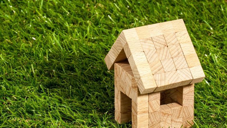 Puuklotsidest väike maja